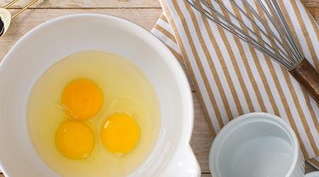 Can raw eggs be used in a non-cooked recipe?