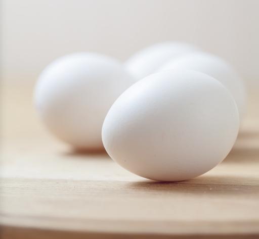 4 white eggs